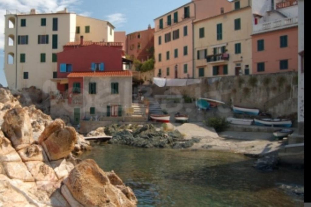 """Riserva della Biosfera Isole di Toscana, isola d'Elba - il quartiere denominato il """"Cotone"""" a Marciana Marina"""
